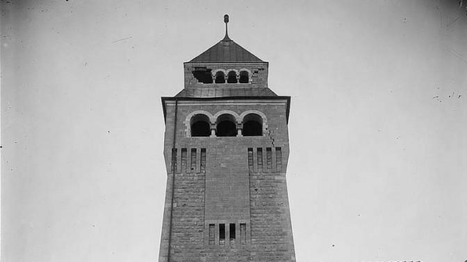 צריח בניין אוגוסטה ויקטוריה בהר הזיתים שבירושלים, לאחר שניזוק ברעידת האדמה של יולי 1927 (צילום: צלמי המושבה האמריקאית, אוסף ספריית הקונגרס, נחלת הכלל)