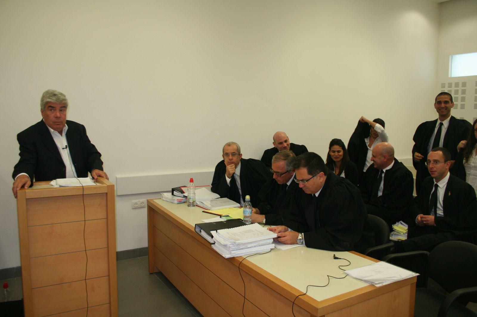 """עמי אראל, בית המשפט המחוזי מרכז, 23.10.13 (צילום: """"העין השביעית"""")"""