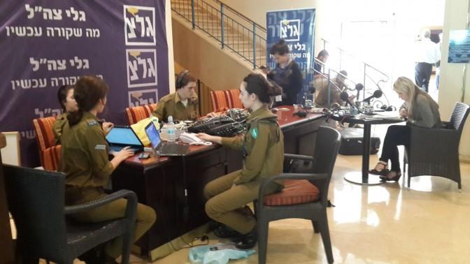 """צוות גלי צה""""ל בכנס אילת לעיתונות, נובמבר 2013 (צילום אלי אלון)"""