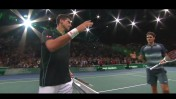 ג'וקוביץ (משמאל) ופדרר בסיום משחקם בחצי גמר טורניר פאריס (צילום מסך)