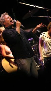 שלמה ארצי בהופעה, 30.8.07 (צילום: מיכל פתאל)