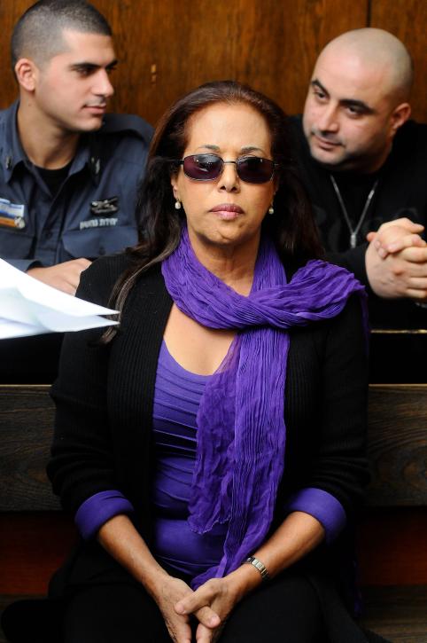 הזמרת וכוכבת הטלוויזיה מרגלית צנעני בבית-המשפט בתל-אביב, 27.11.11 (צילום: יוסי זליגר)