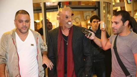 הזמר אייל גולן לפני הסרת צו איסור הפרסום, 14.11.13 (צילום: פלאש 90)