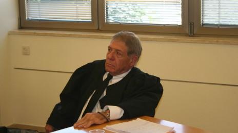 """עו""""ד אריאל שמר, בית-הדין הארצי לעבודה, 26.11.13 (צילום: """"העין השביעית"""")"""