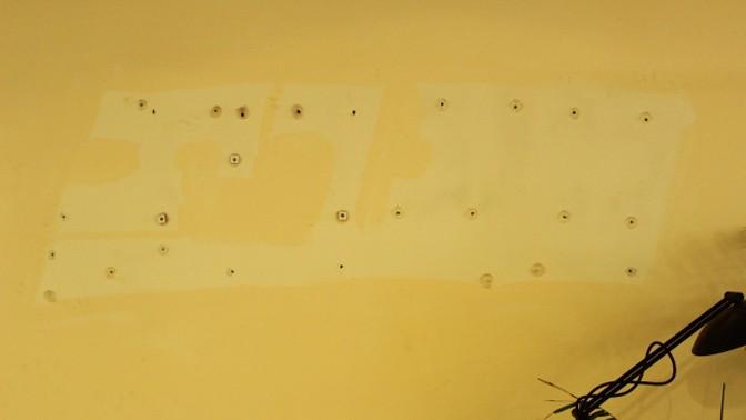 """""""בית מעריב"""". נשאר רק כתם על הקיר (צילום: שרון רז, מתוך הבלוג """"נטוש"""")"""