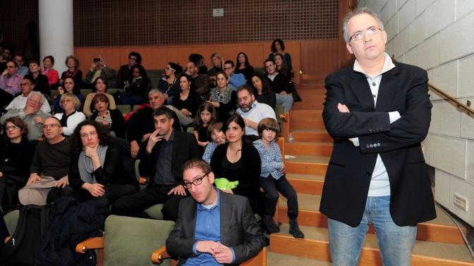 מימין: גיא רולניק. יושב בשורה הראשונה: שאול אמסטרדמסקי. טקס הענקת פרס סוקולוב, 29.12.13 (צילום: כפיר סיוון)
