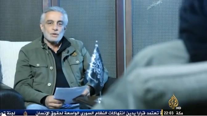 """עיתונאי """"אל-ג'זירה"""" תייסיר עלוני מראיין את אבו-מוחמד אל-ג'ולאני, מנהיג תנועת המורדים הסורית """"ג'בהת א-נוסרה לִאַהְל א-שאם"""" (חזית ההצלה לבני סוריה)"""