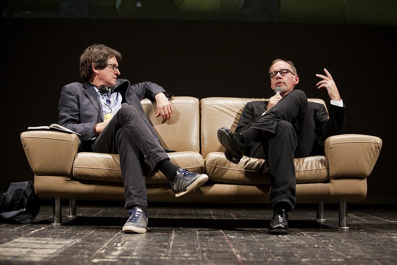 """עורך ה""""גרדיאן"""" אלן רוסברידג'ר (משמאל) ובעל הטור לענייני תקשורת ב""""ניו-יורק טיימס"""" דייוויד קאר, 6.10.12 (צילום: פרנצ'סקו אלסי, cc-by-nc-sa)"""