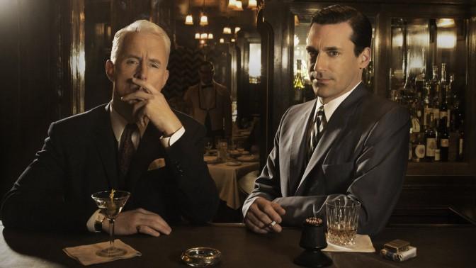 """פרסומאים מעשנים, מתוך סדרת הטלוויזיה """"מד מן"""" (צילום: AMC)"""