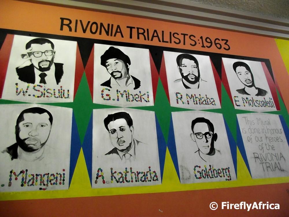 ציור קיר לכבודם של אסירי משפטי ריבוניה. למטה מימין: דיוקנו של דניס גולדברג (צילום: באדיבות פיירפליי אפריקה)