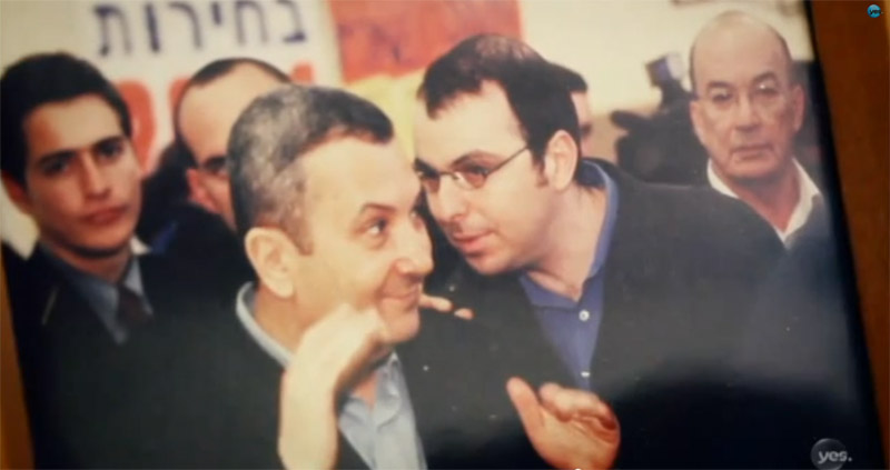 """אלדד יניב ואהוד ברק (צילום המוצג בסרט """"בלי פחד"""")"""