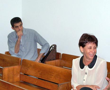 """ליאורה גלט-ברקוביץ' וברוך קרא באחד הדיונים בתביעה נגד """"הארץ"""", 2.11.10 (צילום: """"העין השביעית"""")"""