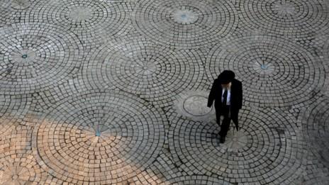 אדם הלבוש כחרדי בכניסה לירושלים, 5.1.14 (צילום: הדס פרוש)