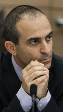 """פרופ' רוני גמזו, מנכ""""ל משרד הבריאות, בדיון בוועדת הכלכלה של הכנסת. 7.1.14 (צילום: פלאש 90)"""