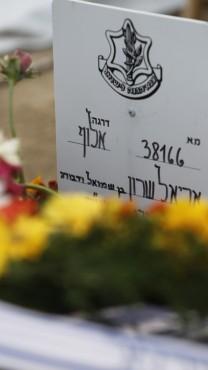 קברו של אריאל שרון, 13.1.14 (צילום: מרים אלסטר)