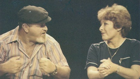 """בלה אלמוג ודידי מנוסי במערכת """"ידיעות אחרונות"""" (אלבום פרטי)"""