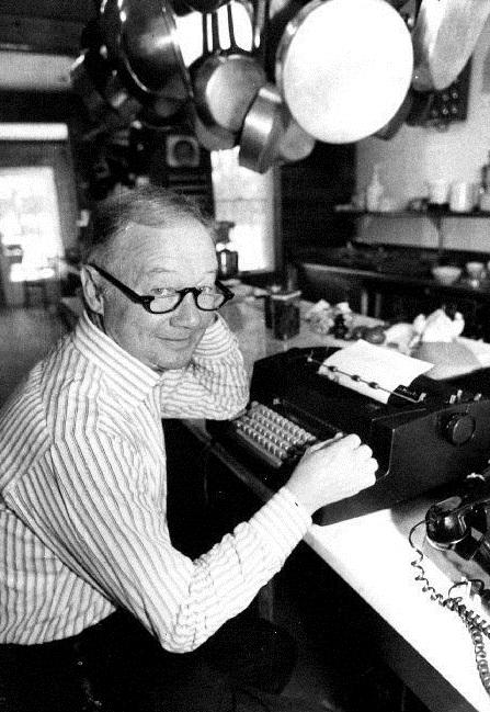 מבקר המסעדות האמריקאי קרייג קלייבורן, 1981 (צילום: צלם לא ידוע, נחלת הכלל)