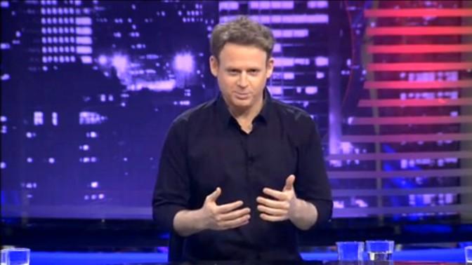 """""""זה אייטם נגד שימוש ציני בשואה"""", ליאור שליין מנחה שרשרת בדיחות שואה בתוכנית """"מצב האומה"""", ערוץ 2, 23.2.14"""