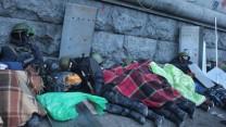 מפגינים נחים בקייב, אוקראינה, 19.2.14 (צילום: Dmytro Bondarchuk / Shutterstock.com)