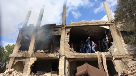 """ביתו של ושחה, לאחר עזיבת כוחות צה""""ל, 27.2.14 (צילום: עיסאם רימאווי)"""