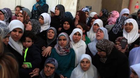 נשים אבלות בהלוויית פלסטינים בג'נין, 22.3.14 (צילום: עיסאם רימאווי)