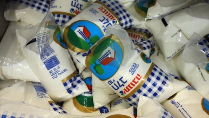 שקיות חלב (צילום: נתי שוחט)