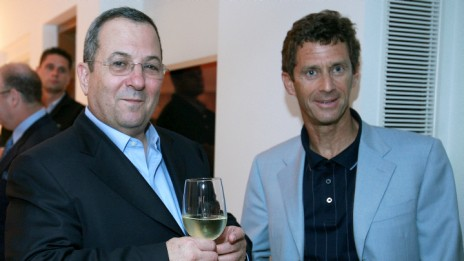 איל ההון בני שטיינמץ (מימין) ושר הביטחון אהוד ברק, 17.5.07 (צילום: משה שי)