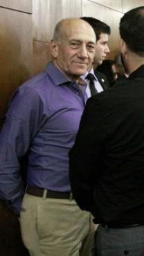 ראש הממשלה לשעבר אהוד אולמרט, ממתין להכרעת דינו בפרשת הולילנד, 31.3.14 (צילום: עידו ארז)