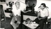 אלי תבור (מימין) עם אורי אבנרי (צילום: פ. מור)