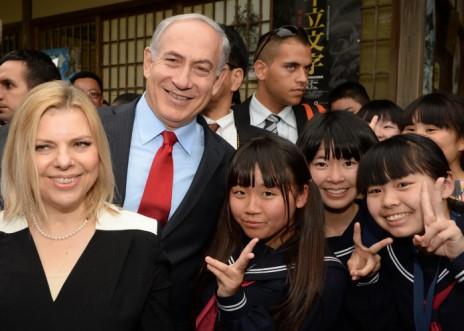 """ראש הממשלה בנימין נתניהו ורעייתו שרה, במהלך ביקור ביפן, 14.5.14 (צילום: קובי גדעון, לע""""מ)"""