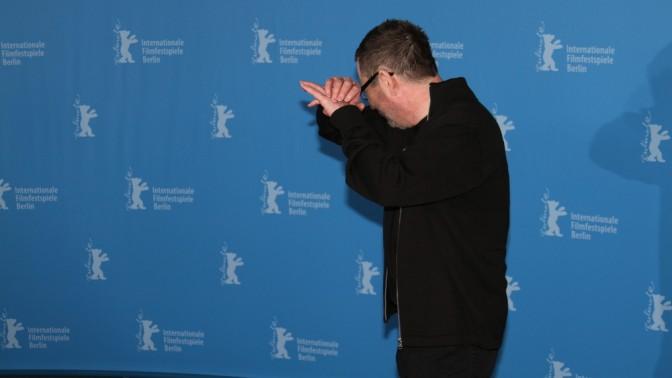 """הבמאי לארס פון-טרייר בהצגת החלק הראשון של סרטו """"נימפומנית"""" בפסטיבל הקולנוע בברלין, 9.2.14"""