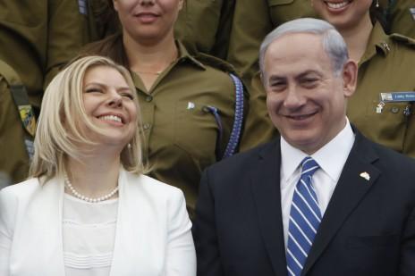 ראש הממשלה בנימין נתניהו ורעייתו שרה בטקס אות החייל המצטיין בבית הנשיא בירושלים, יום העצמאות ה-6 למאי 2014 (צילום: מרים אלסטר)