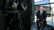 """ראש הממשלה בנימין נתניהו מתראיין לתחנת """"אל-ג'זירה"""", ירושלים, 1.1.2009 (צילום: מיכל פתאל)"""