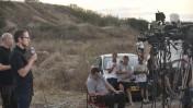 """עיתונאים ליד סוללת """"כיפת ברזל"""" באיזור תל-אביב, 8.7.14 (צילום: תומר נויברג)"""