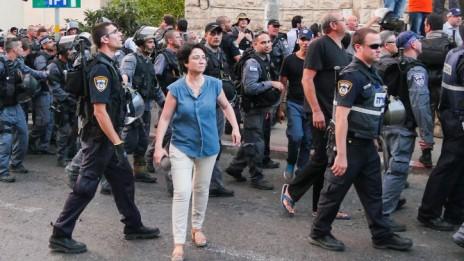 """ח""""כ חנין זועבי בהפגנה בחיפה, 18.7.14 (צילום: פלאש 90)"""