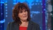 """העיתונאית נרי ליבנה בתוכנית """"פוליטיקה"""" בערוץ הראשון, 2011 (צילום מסך)"""