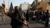 """איש גדודי עז א-דין אל-קסאם של החמאס במצעד צבאי לציון יום השנה למבצע """"עמוד ענן"""", עזה, 14.11.13 (צילום: עמד נאסר)"""