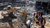 הריסות בית בעזה שנפגע מפצצות חיל האוויר, 20.8.14 (צילום: עמאד נאסר)