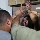 """תושב עזה מגיב להרג שלושה ילדים מירי צה""""ל, 21.8.14 (צילום: עמד נאסר)"""