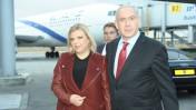 """ראש הממשלה בנימין נתניהו ורעייתו שרה בנמל התעופה בן-גוריון, בדרכם לפראג, 5.11.12 (צילום: עמוס בן גרשום, לע""""מ)"""