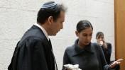 """ענת קם ופרקליטה עו""""ד אילן בומבך בבית-המשפט העליון, בערעור על הרשעתה במסירת מסמכים סודיים, 17.11.11 (צילום: קובי גדעון)"""