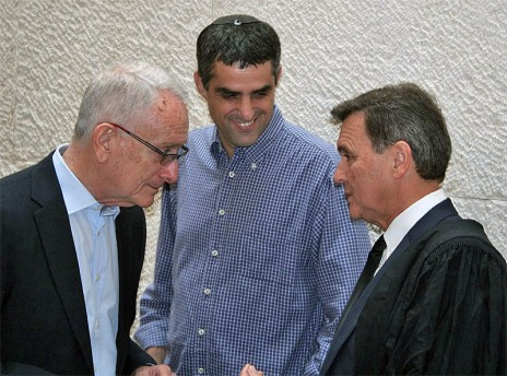 """עו""""ד זאב ליאונד (מימין), ברוך קרא ועמוס שוקן בעת הדיון בערעור בבית-המשפט העליון, 1.10.14 (צילום: אורן פרסיקו)"""