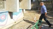 """שר הכלכלה נפתלי בנט בסיור בכפר עזה במהלך מבצע """"צוק איתן"""", 24.8.14 (צילום: אדי ישראל)"""