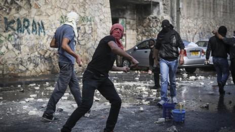 מתפרעים בשכונת אבו-תור בירושלים, 30.10.14 (צילום: הדס פרוש)