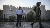שוטרים על רקע העיר העתיקה בירושלים, 19.11.14 (צילום: הדס פרוש)