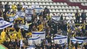 """אוהדי בית""""ר באצטדיון דוחא בסכנין, במשחק בית""""ר ירושלים מול בני-סכנין, 23.11.14 (צילום: פלאש90)"""