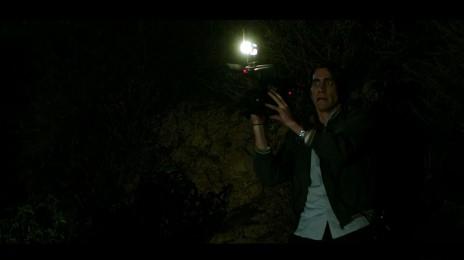 """ג'ייק ג'ילנהול בתפקיד צלם האסונות לו בלום בסרט """"חיית לילה"""" (Nightcrawler)"""