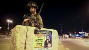 חייל ישראלי בתוך בטונדה, סמוך לזירת הפיגוע בגוש עציון. 10.11.14 (צילום: נתי שוחט)