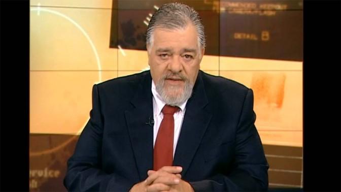 """רפי גינת מגיש את התוכנית """"כלבוטק"""" (צילום מסך)"""