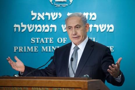 בנימין נתניהו במסיבת עיתונאים. משרד ראש הממשלה, 2.12.14 (צילום: אמיל סלמן)